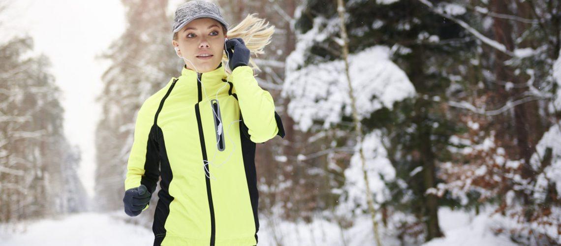 Bewegungsreicher Sport im Winter fordert den Körper auf besondere Weise